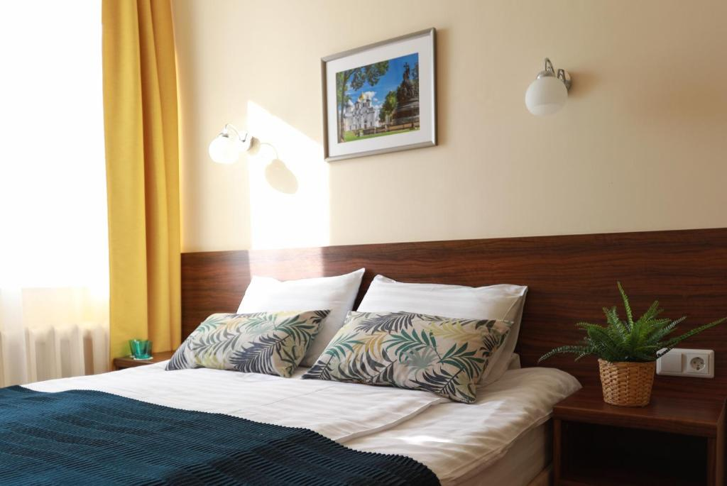 A bed or beds in a room at Guest House Aist