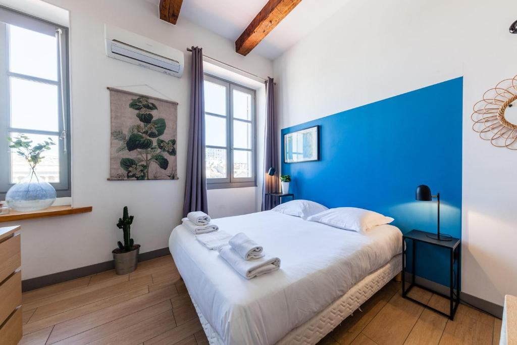 A bed or beds in a room at Les Cocons - Appartements d'Hôtes Design