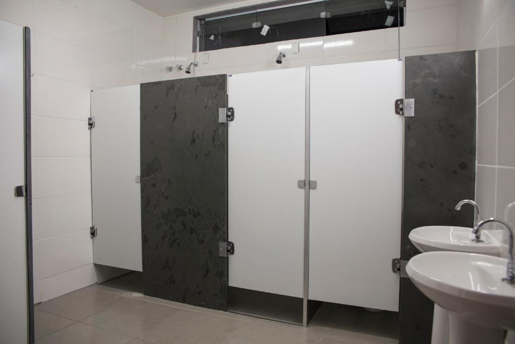 Um banheiro em Vhostel