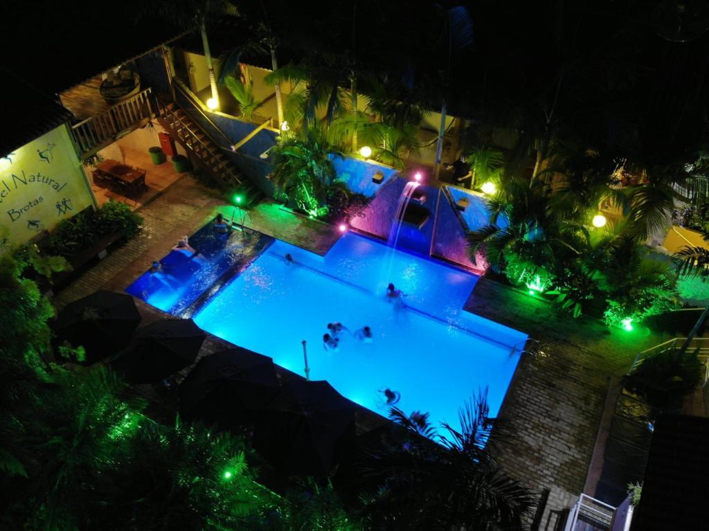 Uma vista da piscina em Hotel Pousada Natural ou nos arredores