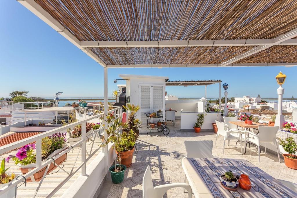 Un balcón o terraza de AL - Alojamento Local Pension Bicuar