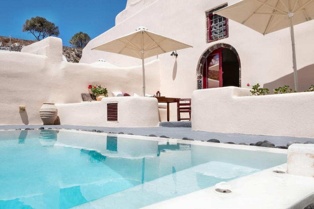 Piscine de l'établissement Abelis Canava Luxury Suites ou située à proximité
