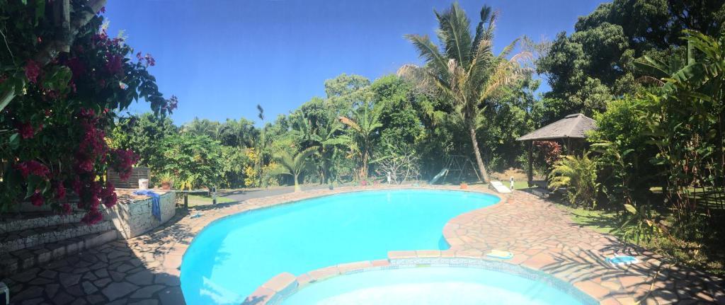 Vue sur la piscine de l'établissement Matilona ou sur une piscine à proximité