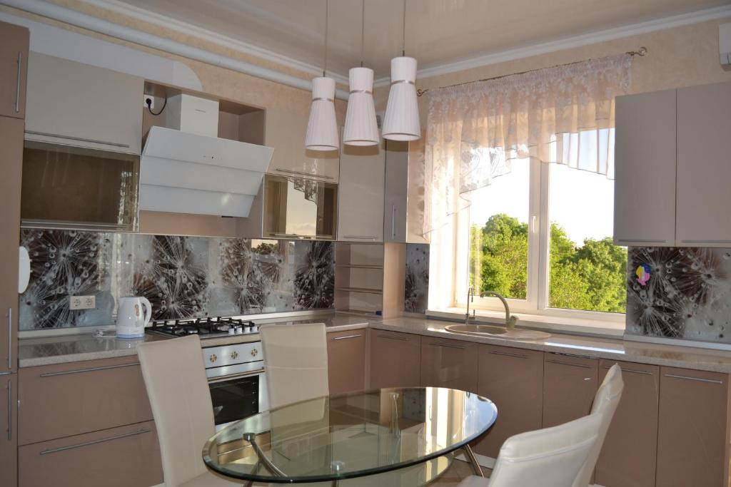 A kitchen or kitchenette at Апартаменты на Парусной