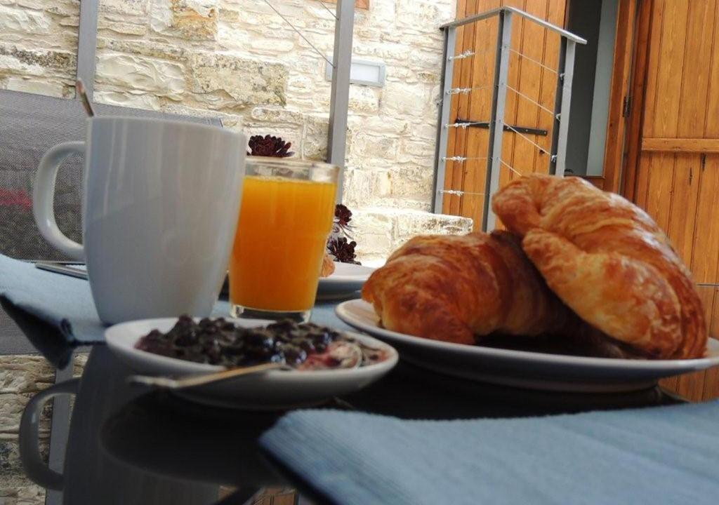 Breakfast options available to guests at Bluearches