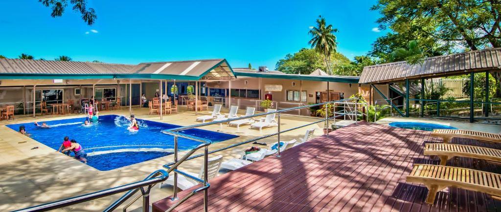 Бассейн в Tanoa Skylodge Hotel или поблизости