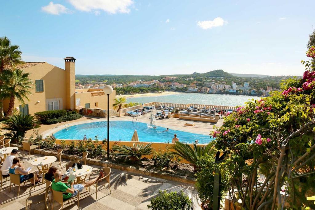 Widok na basen w obiekcie Club Santa Ponsa lub jego pobliżu