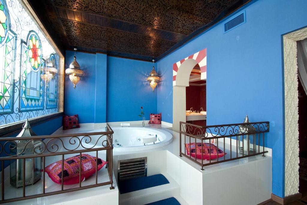 A bathroom at Hotel Infanta Leonor