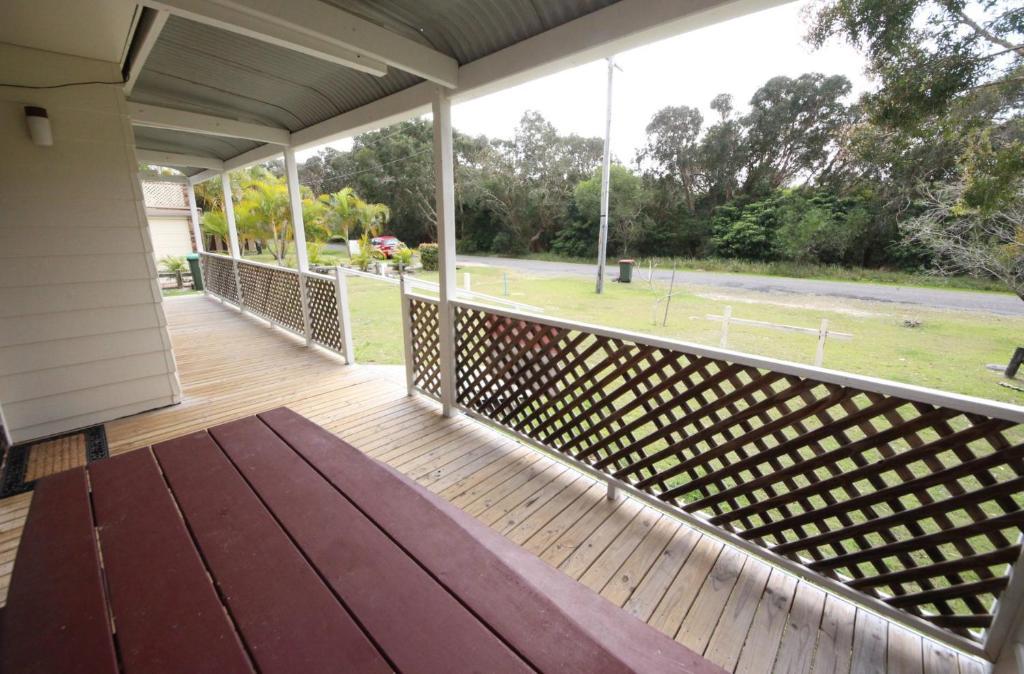 A balcony or terrace at Tea Tree Lodge at Hat Head