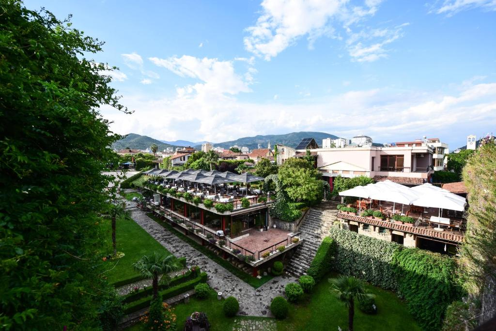 A bird's-eye view of Real Scampis Hotel