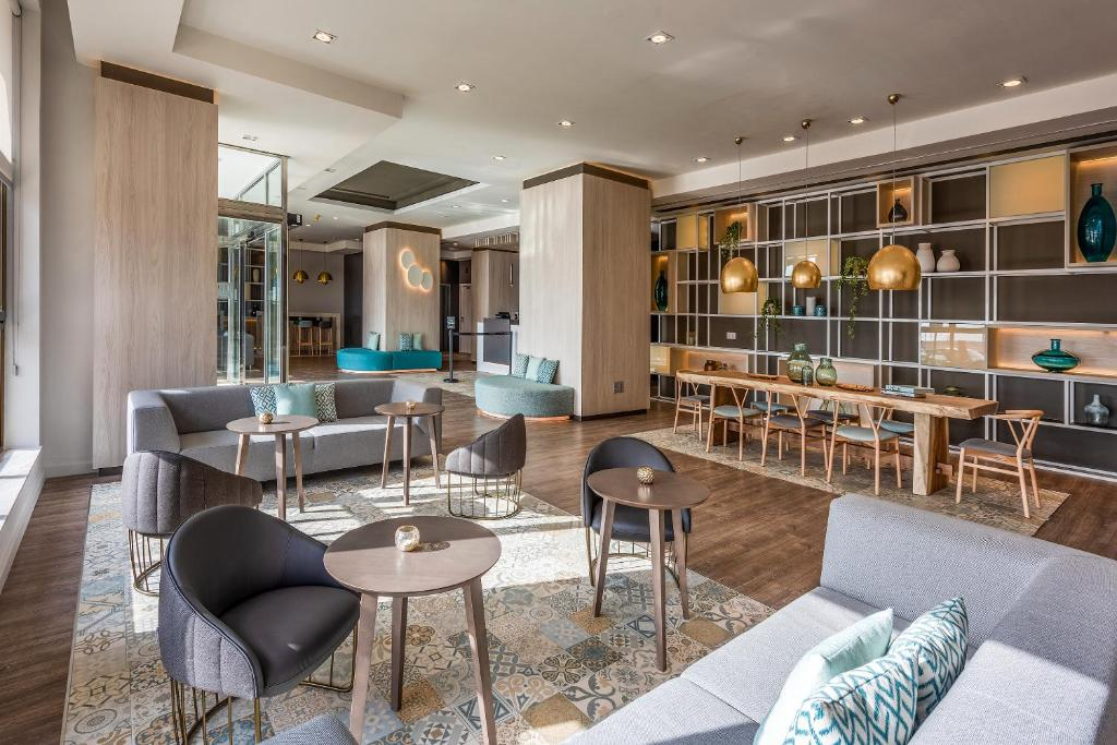 The lounge or bar area at Hotel Cádiz Paseo del Mar, Affiliated by Meliá