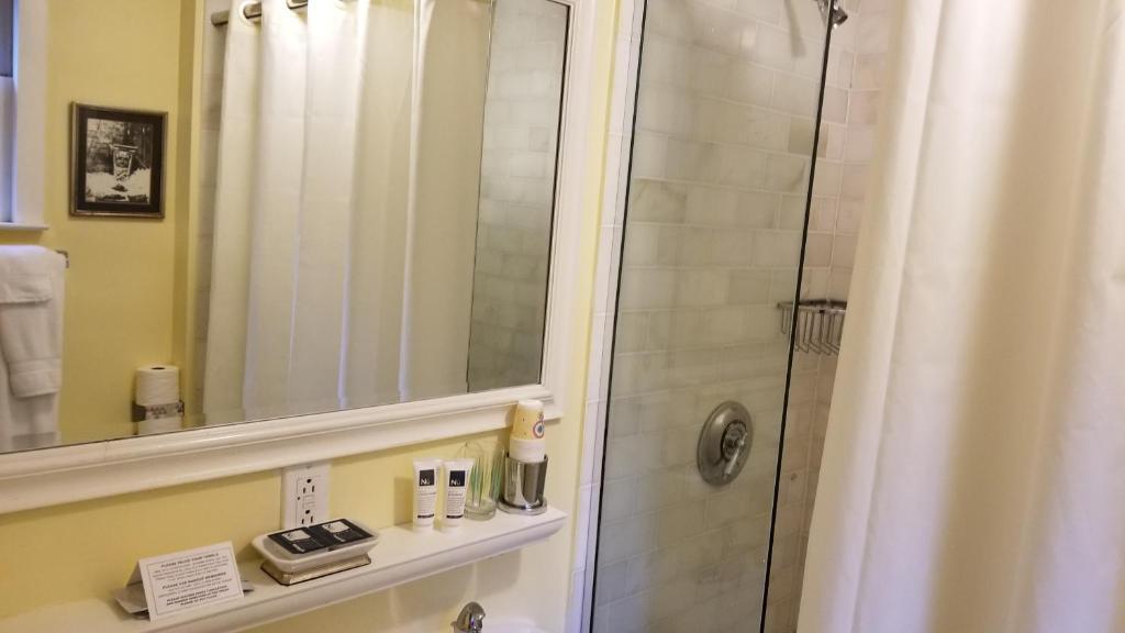A bathroom at Incentra Village Hotel