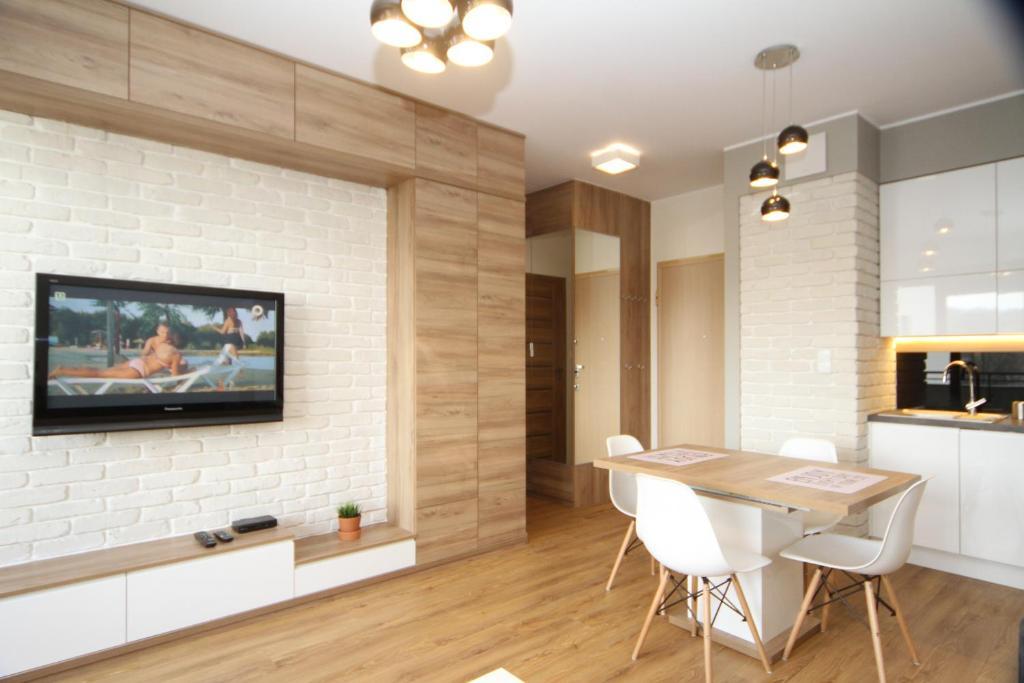 A television and/or entertainment center at Apartament White Garnizon