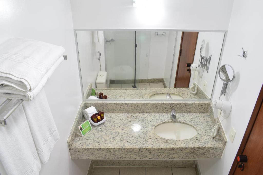 A bathroom at Hotel Praia Centro