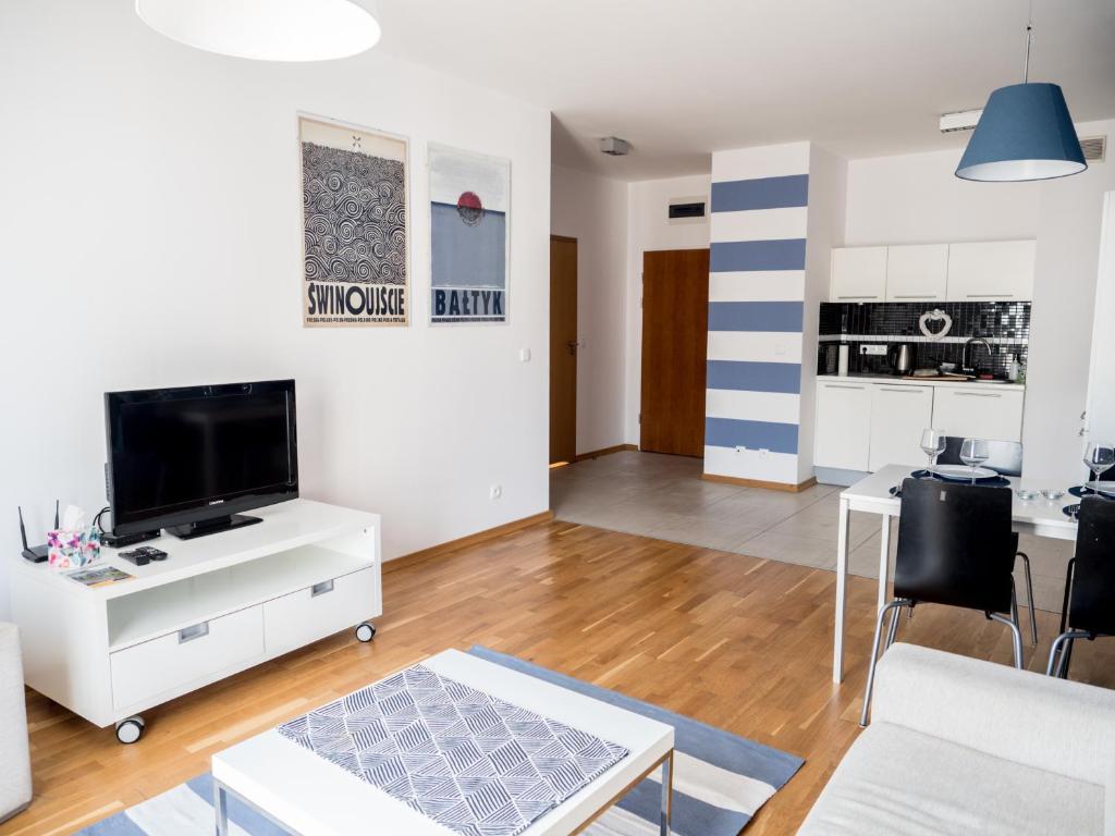 Telewizja i/lub zestaw kina domowego w obiekcie Marine Apartment