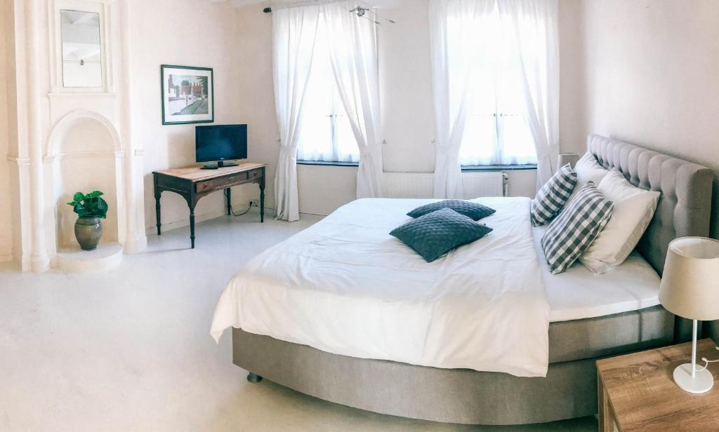 Een bed of bedden in een kamer bij Gastenkamers In de Bleick