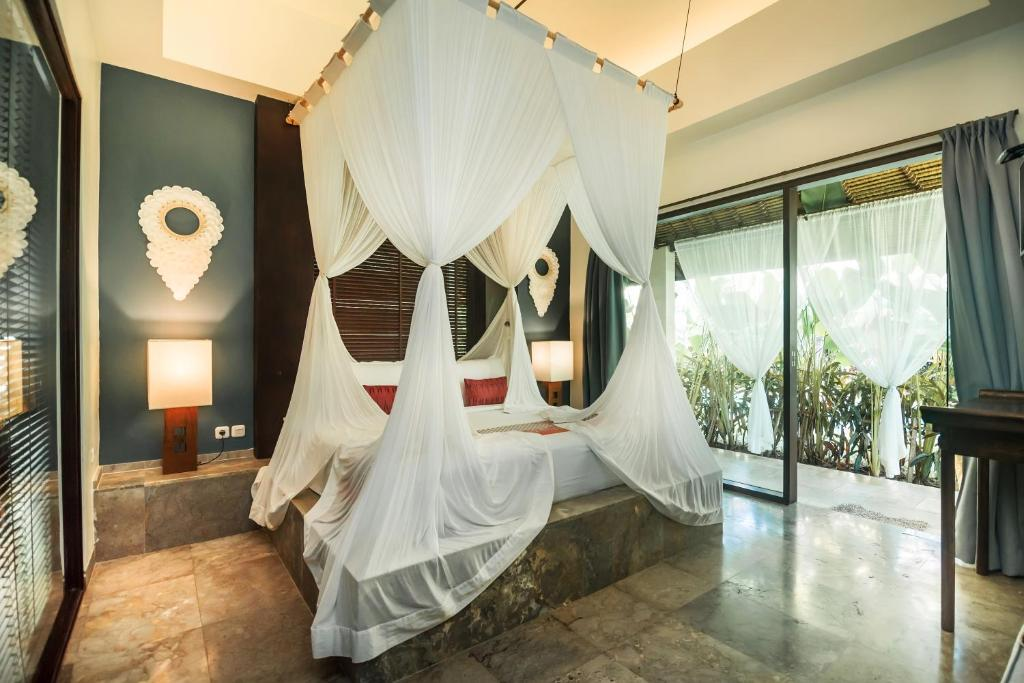 A bed or beds in a room at Karmagali Boutique Suites - adults only