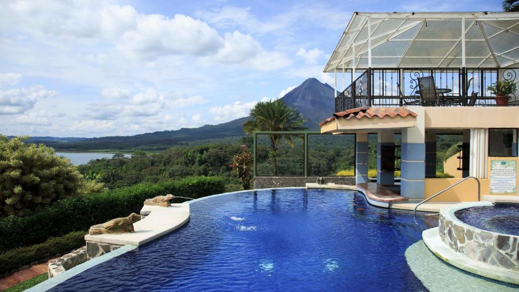 The swimming pool at or near Hotel Linda Vista