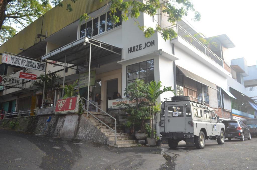 Huize Jon Hostel Malang Indonesia Booking Com