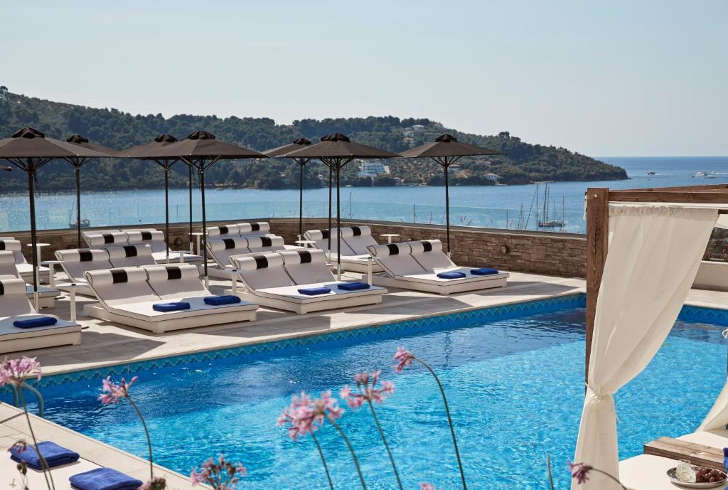 Utsikt över poolen vid Skiathos Luxury Living eller i närheten