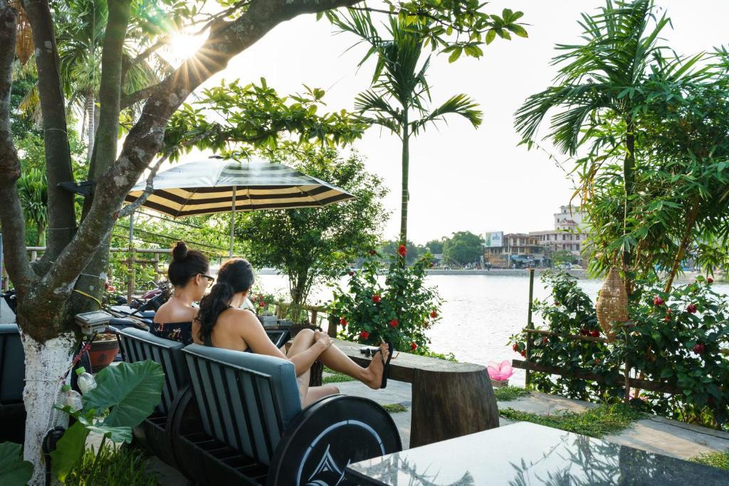 Guests staying at Hue River Side Villa