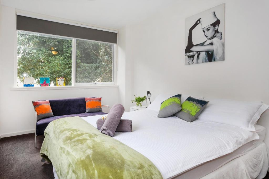A bed or beds in a room at Melbourne Villa