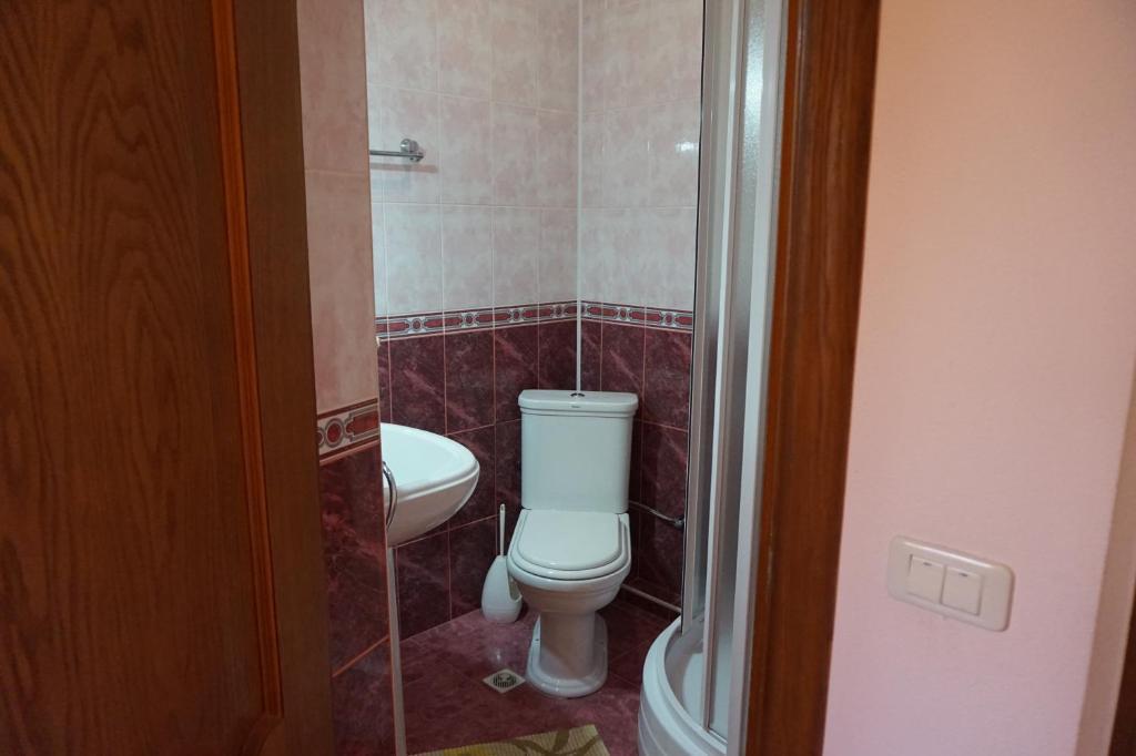 A bathroom at Александрия