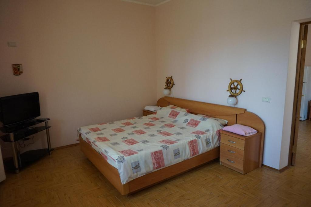 A bed or beds in a room at Александрия