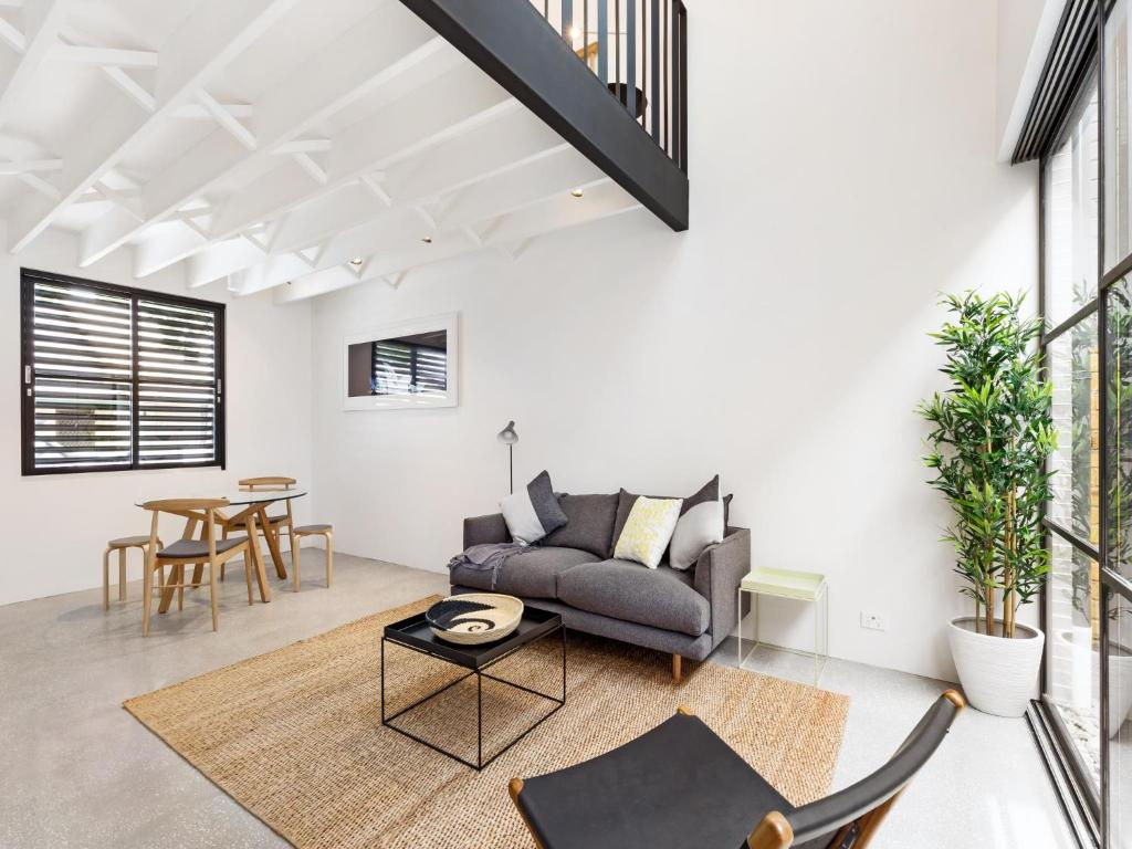 A seating area at THE LOFT (I687)-L'Abode