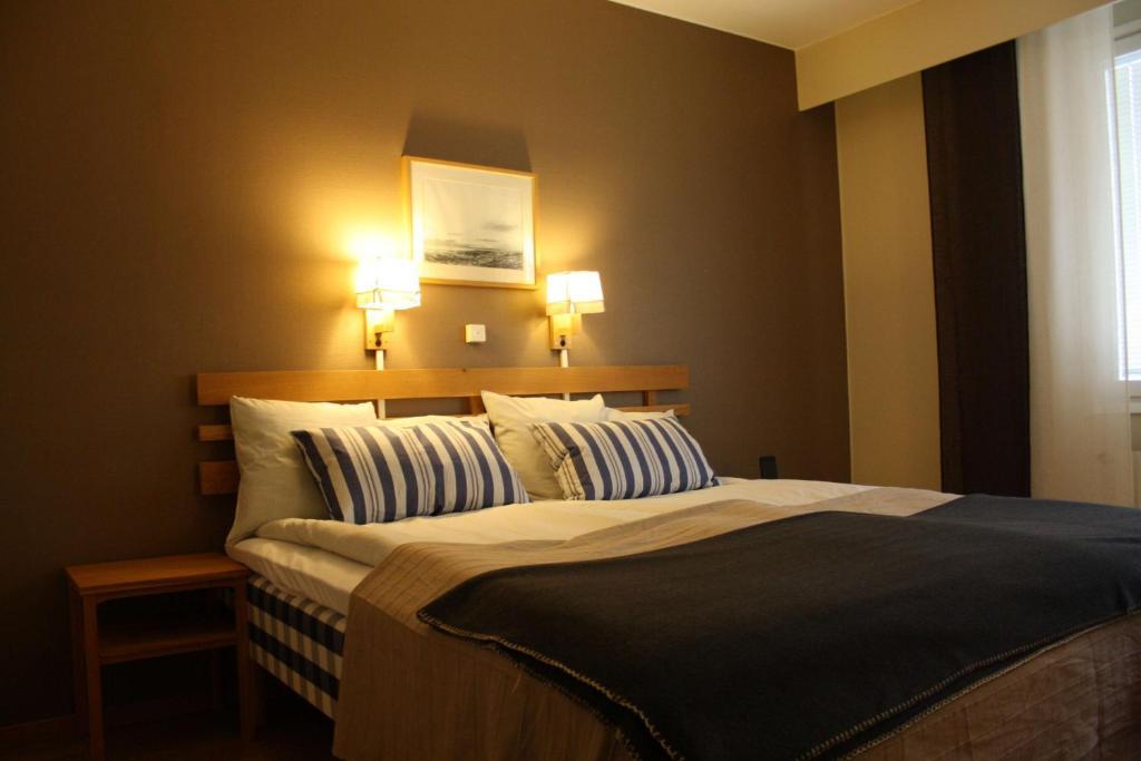 Säng eller sängar i ett rum på Fagersta Brukshotell