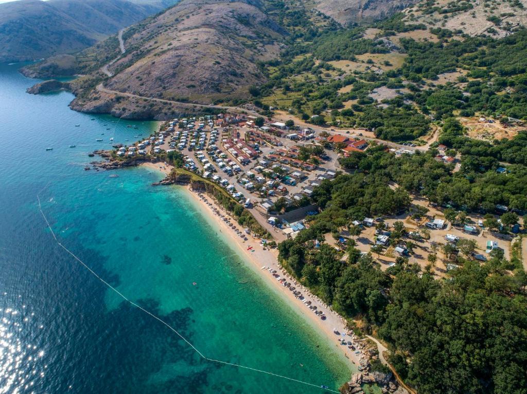 Widok z lotu ptaka na obiekt Škrila Sunny Camping by Valamar