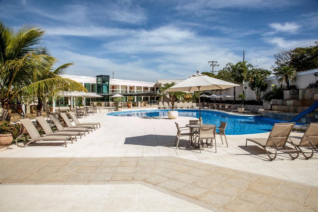 A piscina localizada em Itu Plaza Hotel ou nos arredores