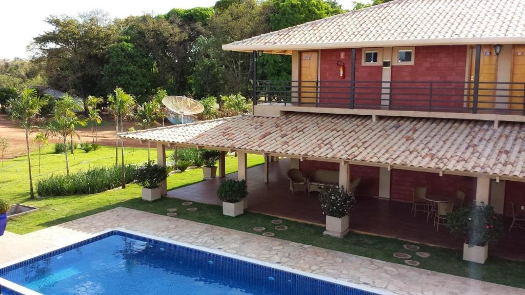 A view of the pool at Pousada Cantinho do Sul or nearby