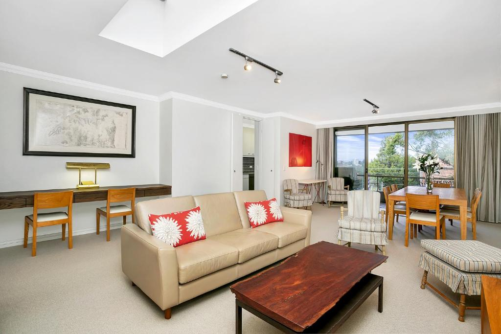 A seating area at Sunny and Spacious Two Bedroom Apartment - SPF13