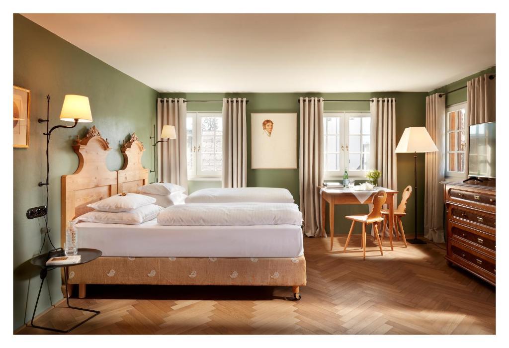 Ein Bett oder Betten in einem Zimmer der Unterkunft Gasthof Hirschen Schwarzenberg
