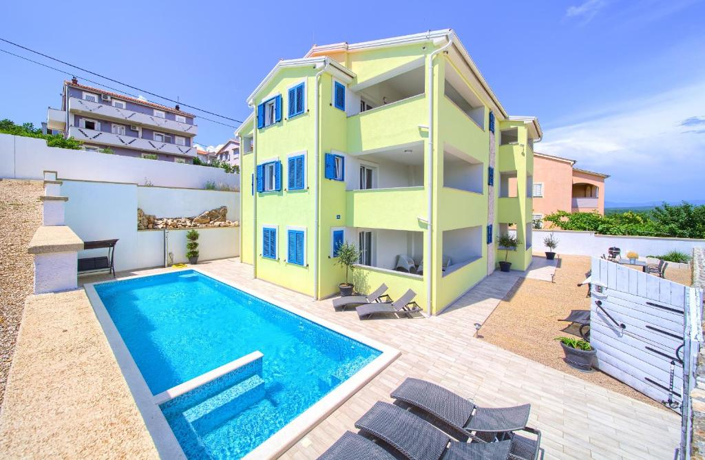 The swimming pool at or close to Apartments Mali Nono