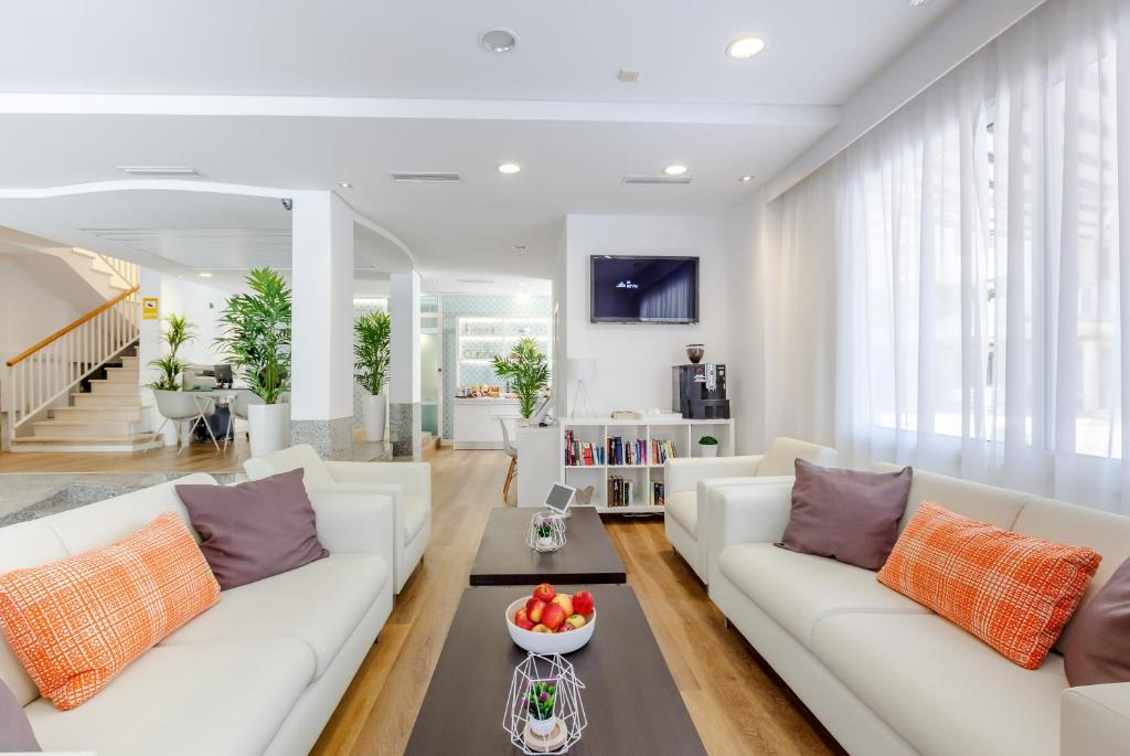 A seating area at Apartamentos Ferrer Tamarindos