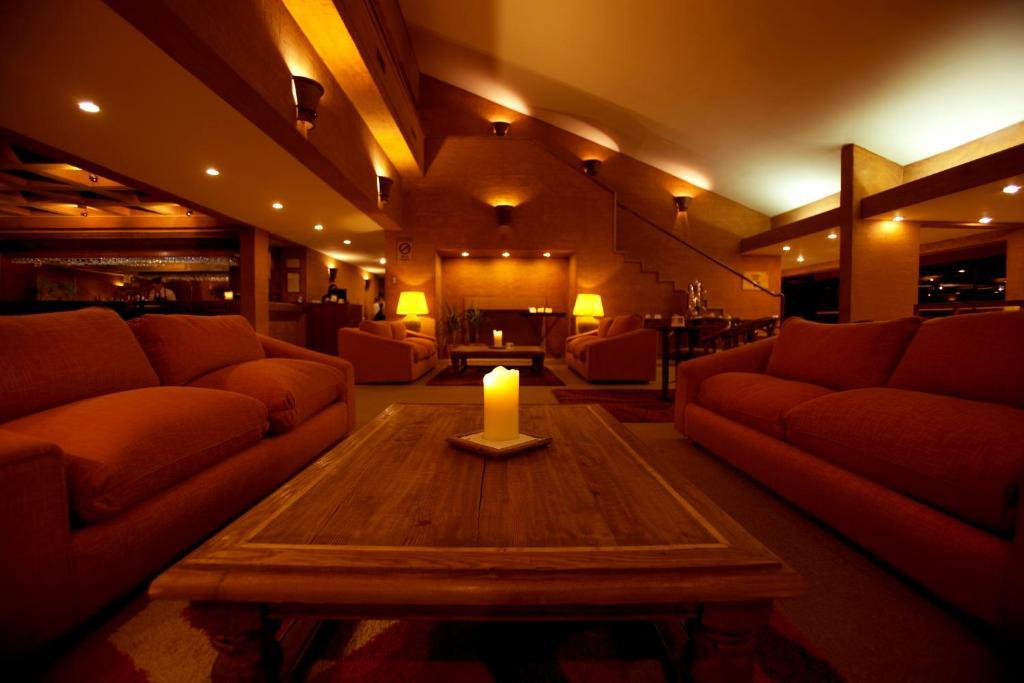 Uma área de estar em Park Hotel Calama