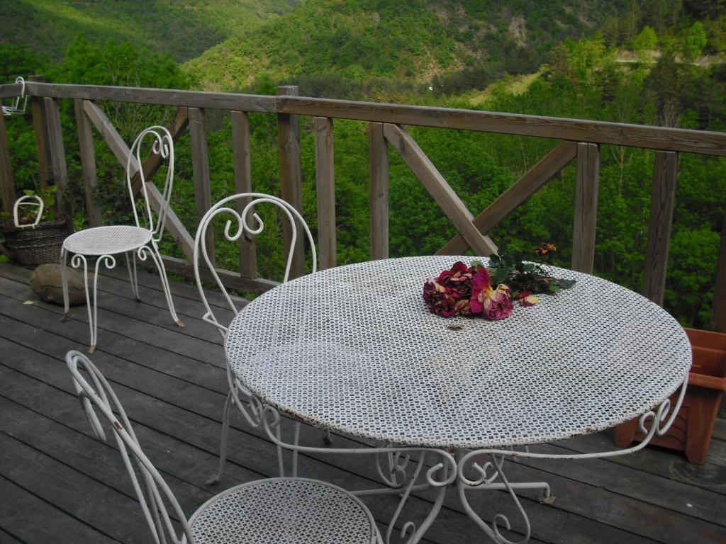 A balcony or terrace at Chambres D'Hôtes Les Terrasses de Cailla
