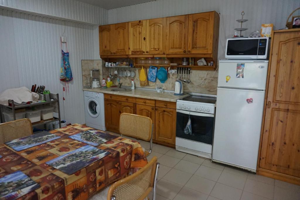 A kitchen or kitchenette at Александрия