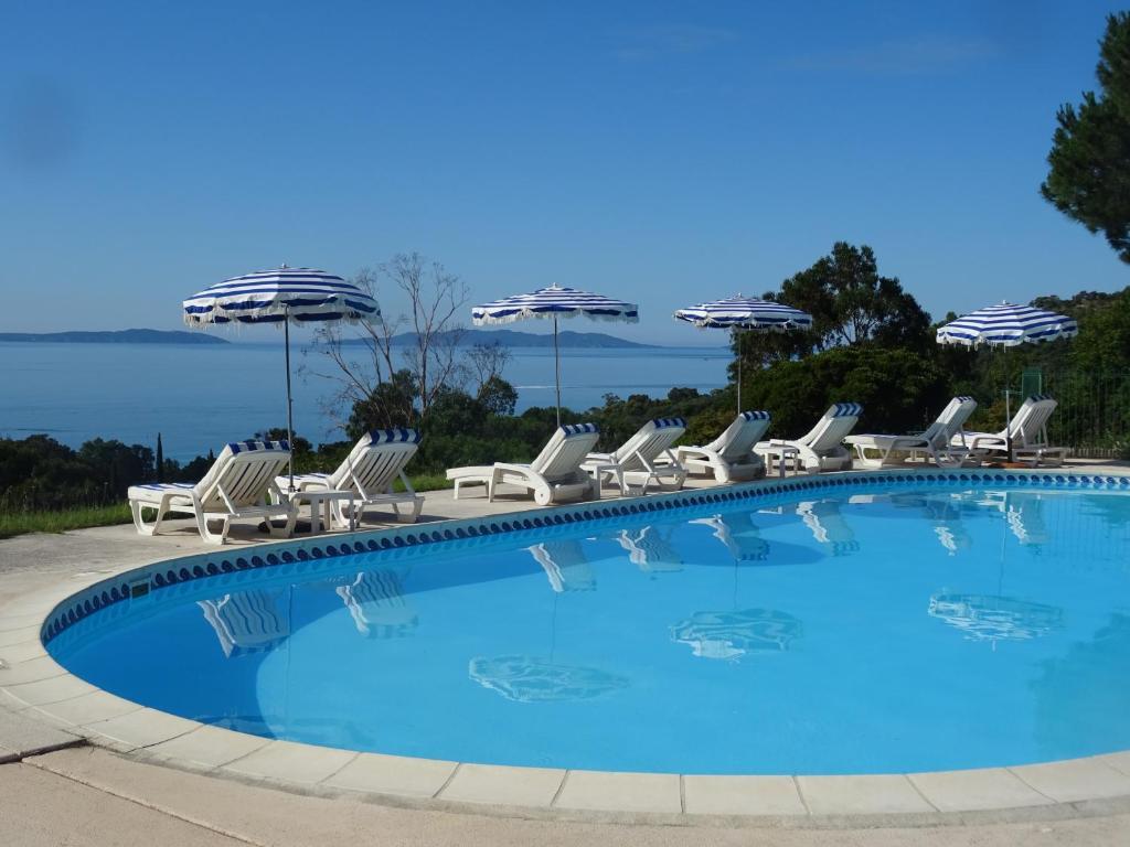 Piscine de l'établissement Azur Hotel ou située à proximité
