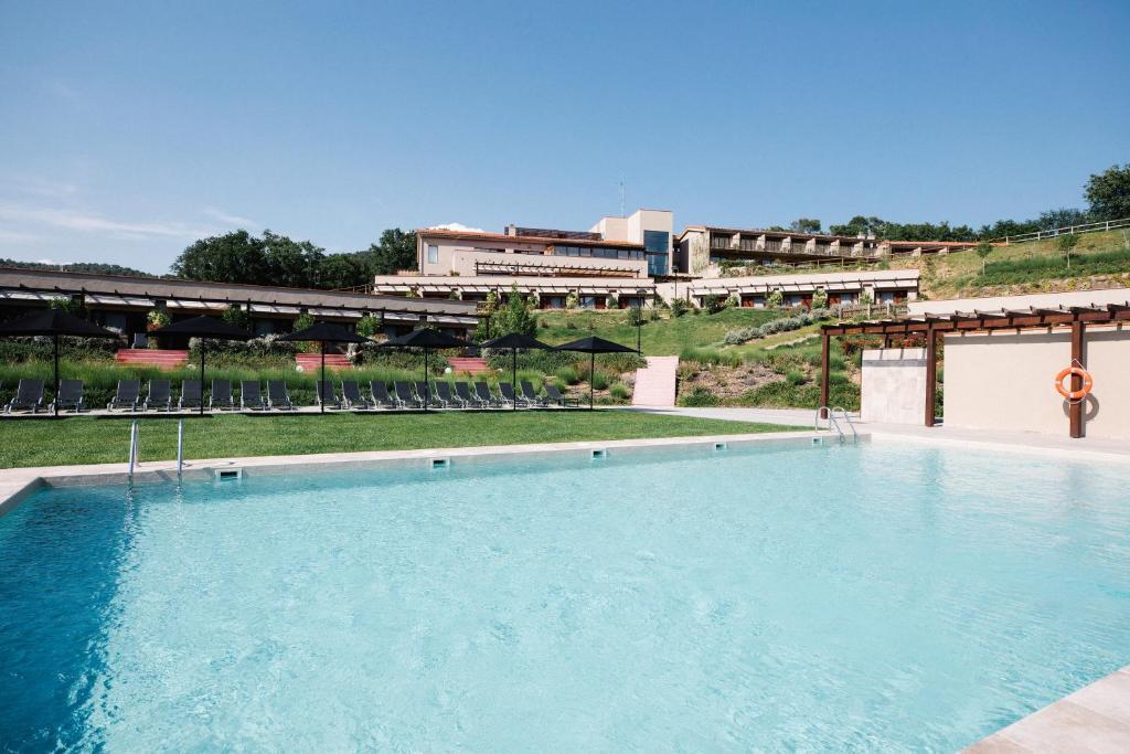 Het zwembad bij of vlak bij Mas Salagros EcoResort & SPA