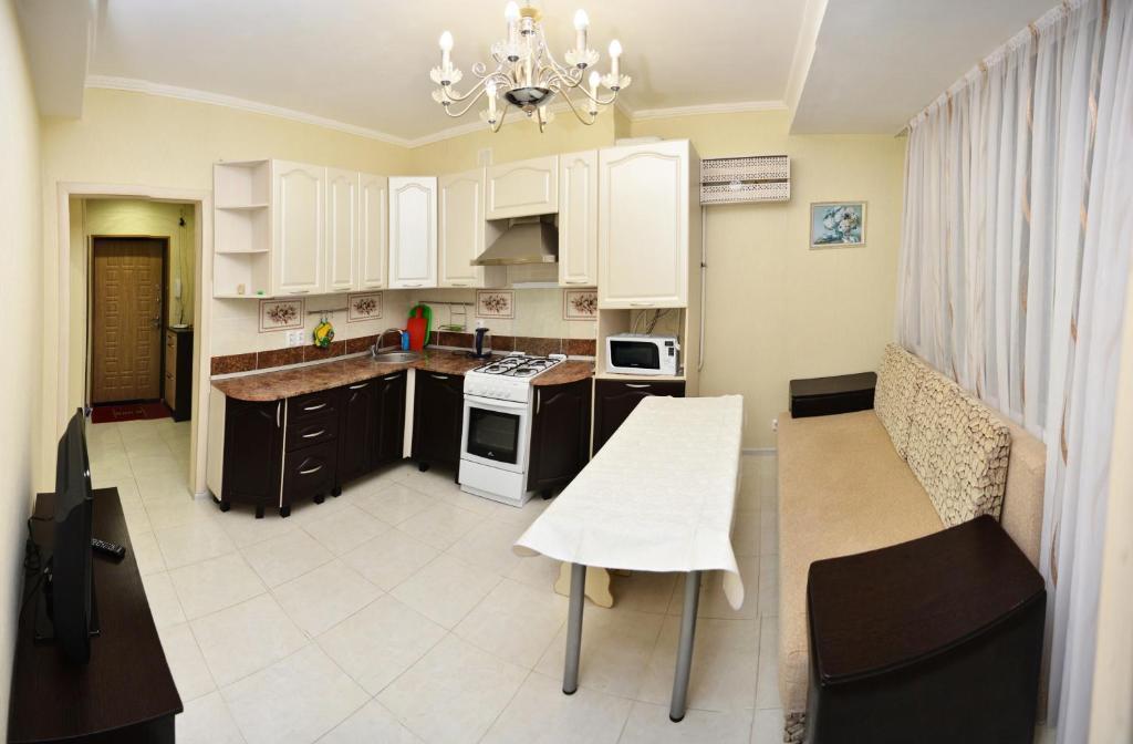 Кухня или мини-кухня в квартира с 2мя спальнями в центре Сочи рядом с морем