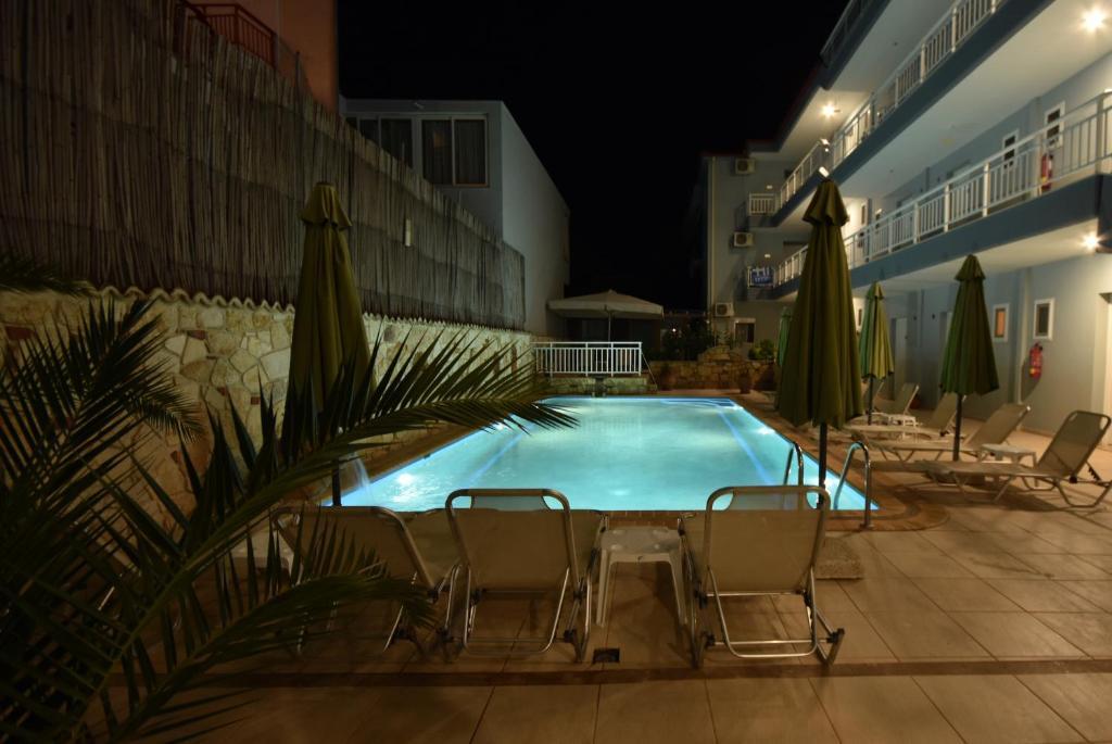 Basen w obiekcie Kiwi Hotel lub w pobliżu