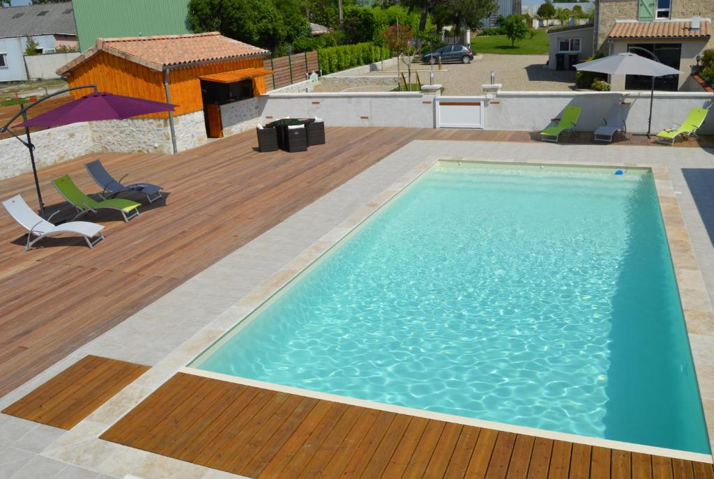 The swimming pool at or near Le Coteau de Bazeille Spa & Sauna