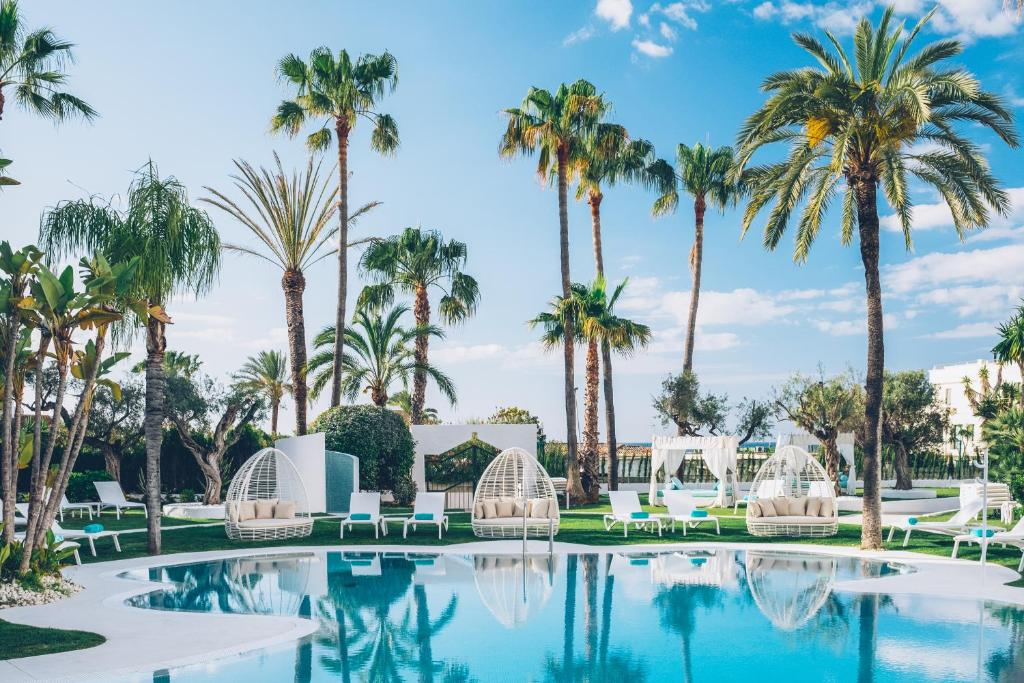 Poolen vid eller i närheten av Iberostar Selection Marbella Coral Beach