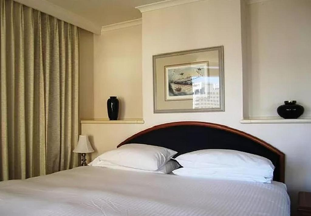 A bed or beds in a room at Quay West 2208