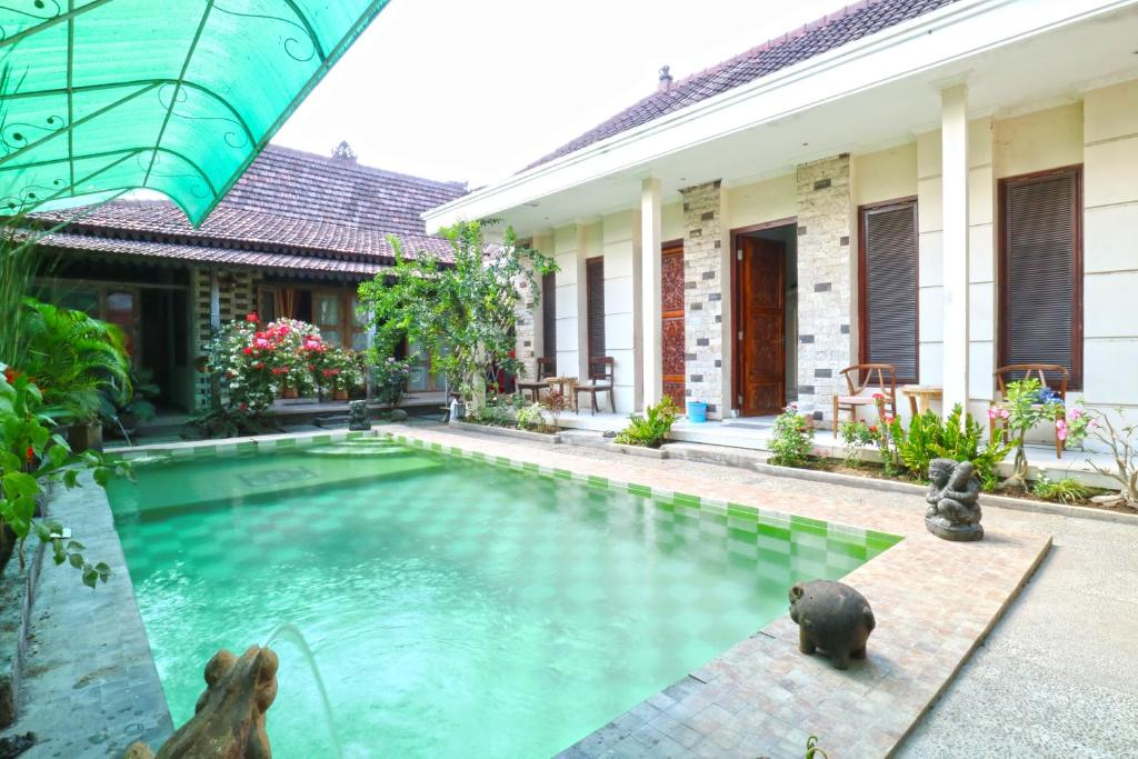 The swimming pool at or close to Nira Guest House