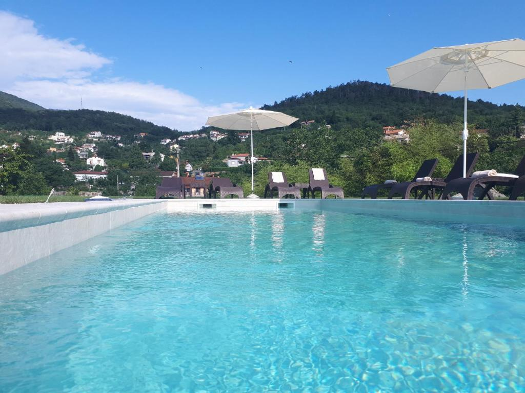 The swimming pool at or close to Guest House Stancija Kovacici