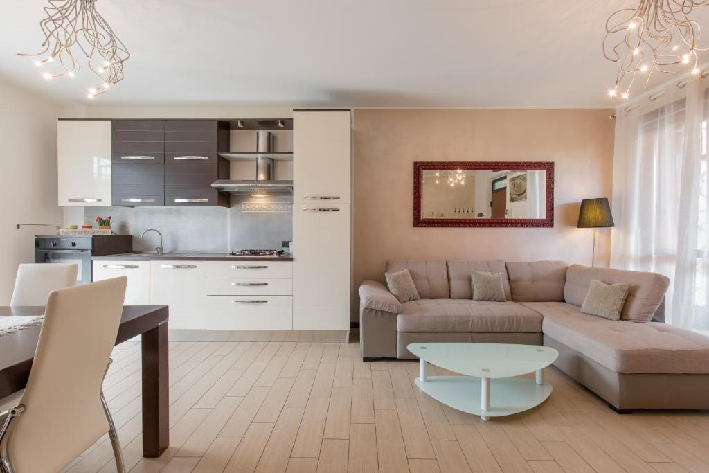 Appartamento Peschiera Con Piscina Italia Peschiera Del Garda Booking Com